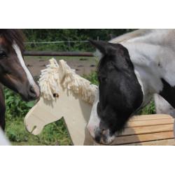 Mähne aus reiner Schurwolle, kann ausgekämmt und individuell frisiert werden