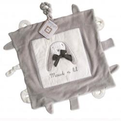 Schmuse- und Spieltuch in Weiß mit Grau im Hasenmotiv