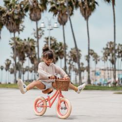 Riesen Spaß mit dem Laufrad!