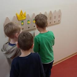 Die Krone zeigt an, welches Kind Geburtstag hat.
